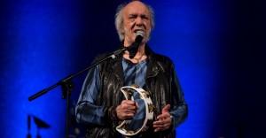 22mai2016-o-cantor-erasmo-carlos-se-apresenta-no-palco-do-teatro-municipal-durante-a-virada-cultural-em-sao-paulo-1463950035548_956x500-1